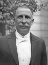 Portret van Jac. P. Thijsse (1865-1945). Locatie en datum onbekend.